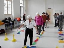 Le travail de l'équilibre des personnes âgées, ça fonctionne, mais pourquoi ? mystère…