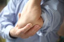 Epicondylalgie latérale: de la physiothérapie mais pas d'infiltrations!